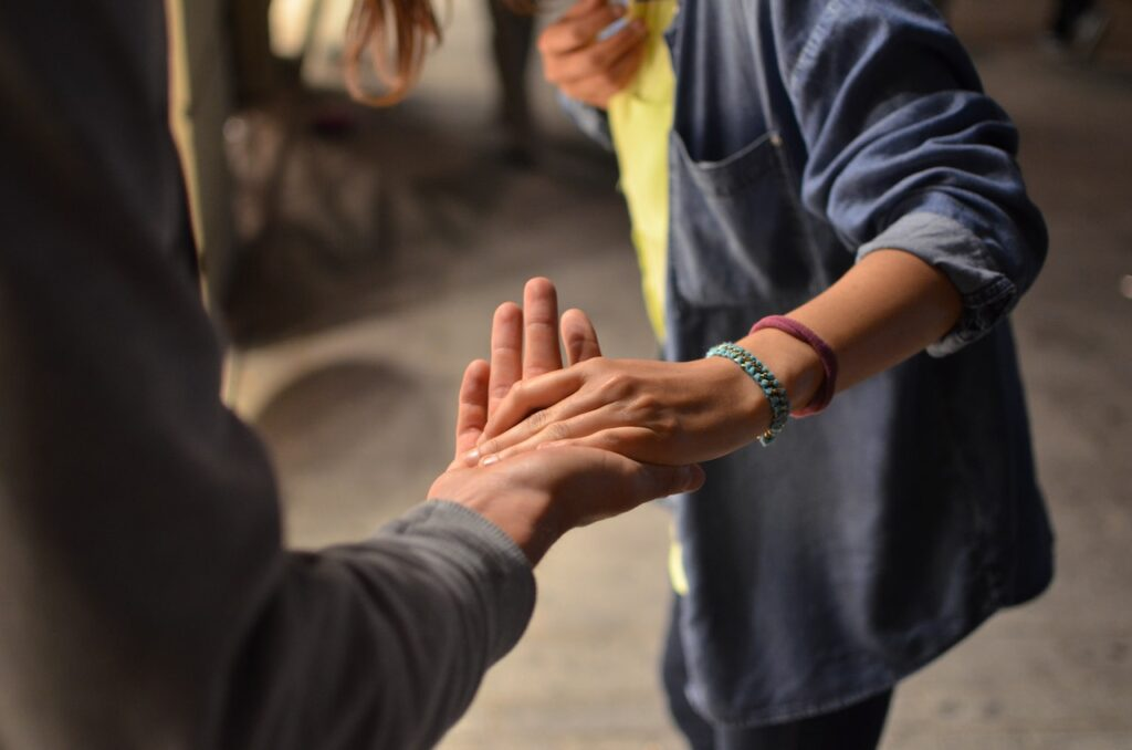 5 Ways to Help Others Today